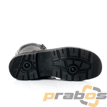Podeszwa butów BW 2005. Gumowa podeszwa , widoczny charakterystyczny gruby profil. Widok od całej podeszwy.