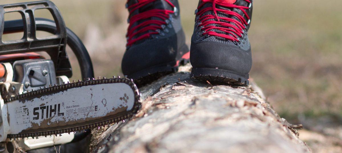Buty z podnoskiem antyprzecięciowe dla pilarza lub drwala
