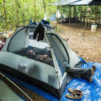 Odpoczynek w obozie w dżungli. Jugle boots Prabos
