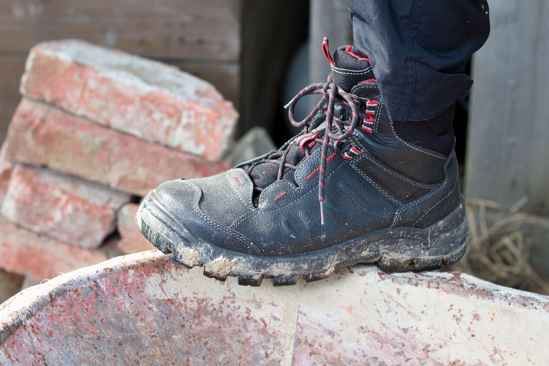 Хорошая защитная обувь Спецодежда24  и важнейшие преимущества