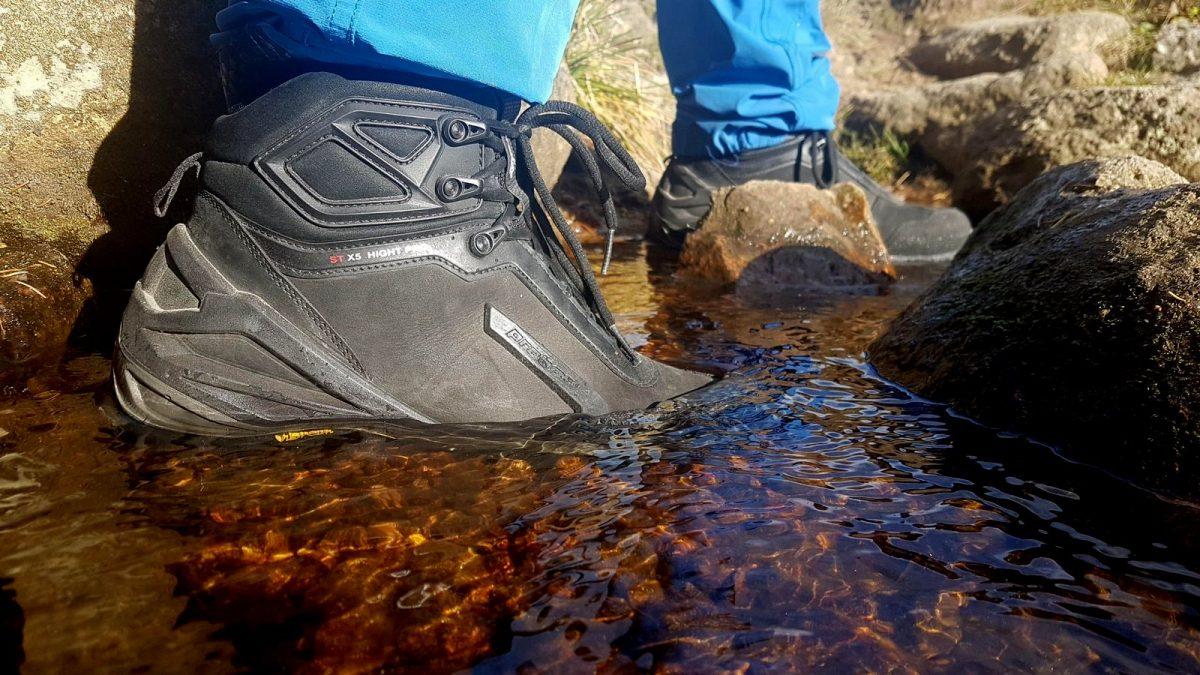 Skórzane buty do miasta i w góry ze skóry nubukowej hydrofobowej i do tego jeszcze membrana Gore-Tex.