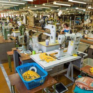 Produkcja butow Prabos – hala produkcyjna szwalnia